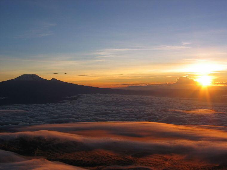 Mt Meru bij zonsopgang Arusha National Park Tanzania