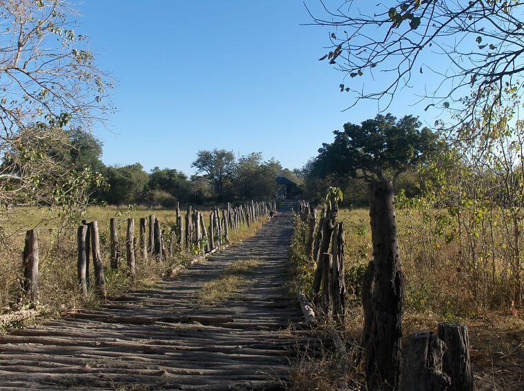 Brug over Khwai rivier Moremi Game Reserve Botswana