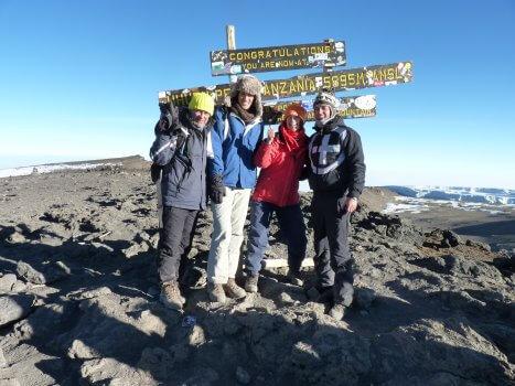 Familie Steendam Buys met Mambulu Safaris op de top van Mount Kilimanjaro Tanzania