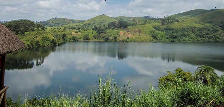 Vulkaan meren met mooi uitzicht Uganda