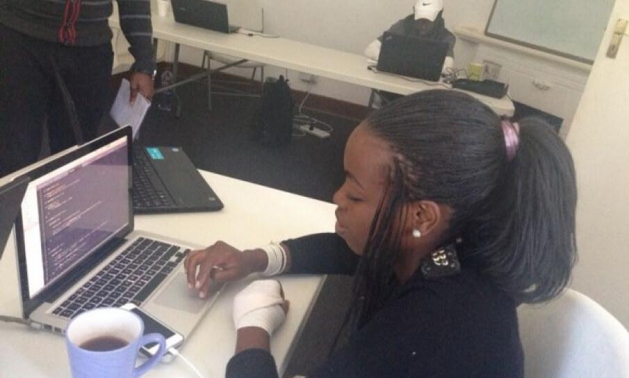 Zimbabwaanse meisjes worden ICT ondernemer