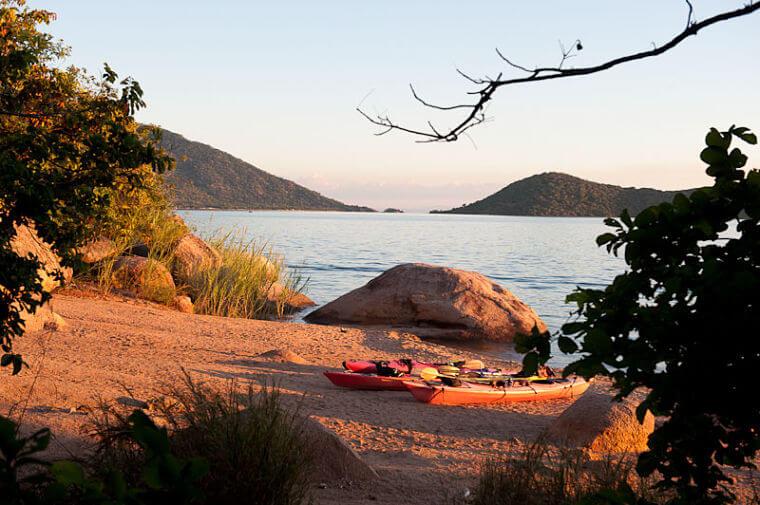 Per kajak naar Domwe Island Lake Malawi