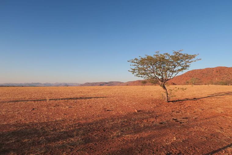 Uitzicht op Mariënfluss vanaf wild campsite Namibië