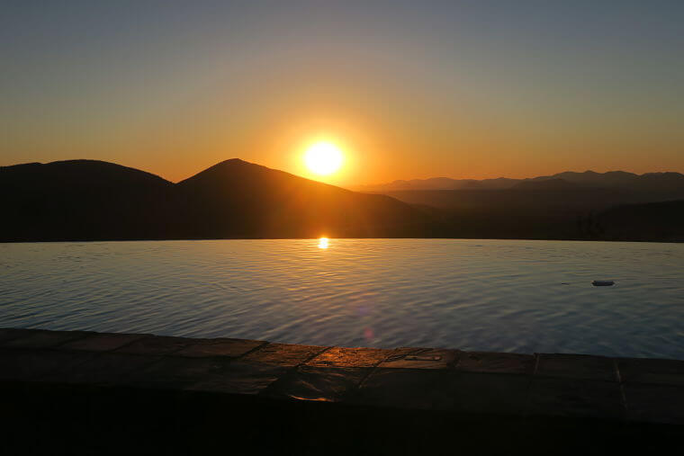 Zonsondergang vanuit lodge in Opuwo in Namibië