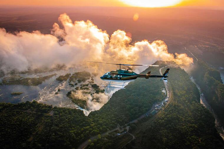 Helikopter vlucht boven Victoria watervallen