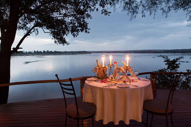 Diner bij Tongabezi Victoria watervallen Zambia