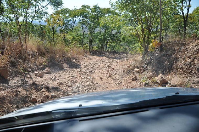 Afdaling vanaf Great North Road naar South Luangwa National Park Zambia