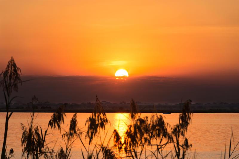 Zonsondergang bij Marelli Islands Malawi (© Athira Mohan)