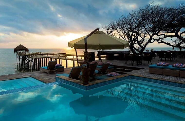 Dugong Beach Lodge zwembad met uitzicht Mozambique (@Eric Reisinger)
