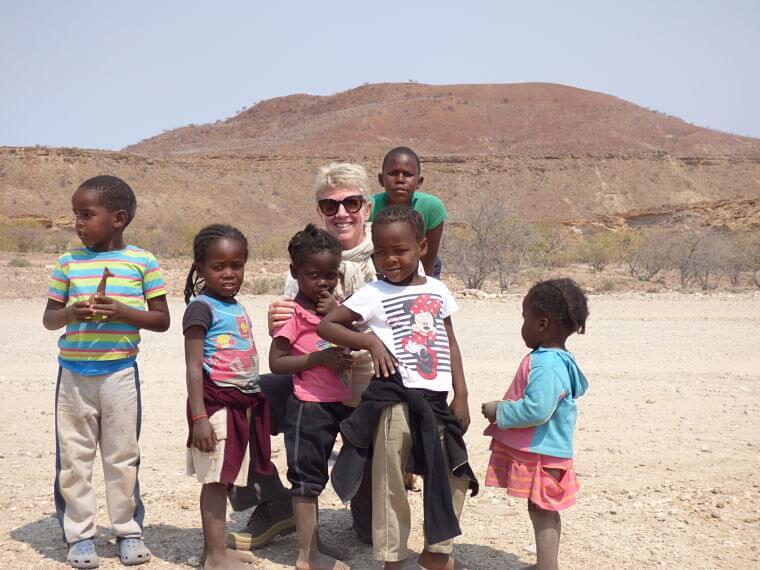 Karine met Namibische kinderen