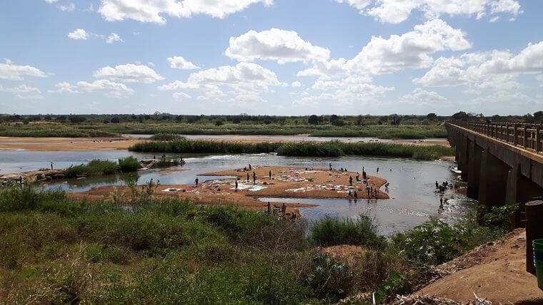 Rovuma rivier lokale bevolking aan de was