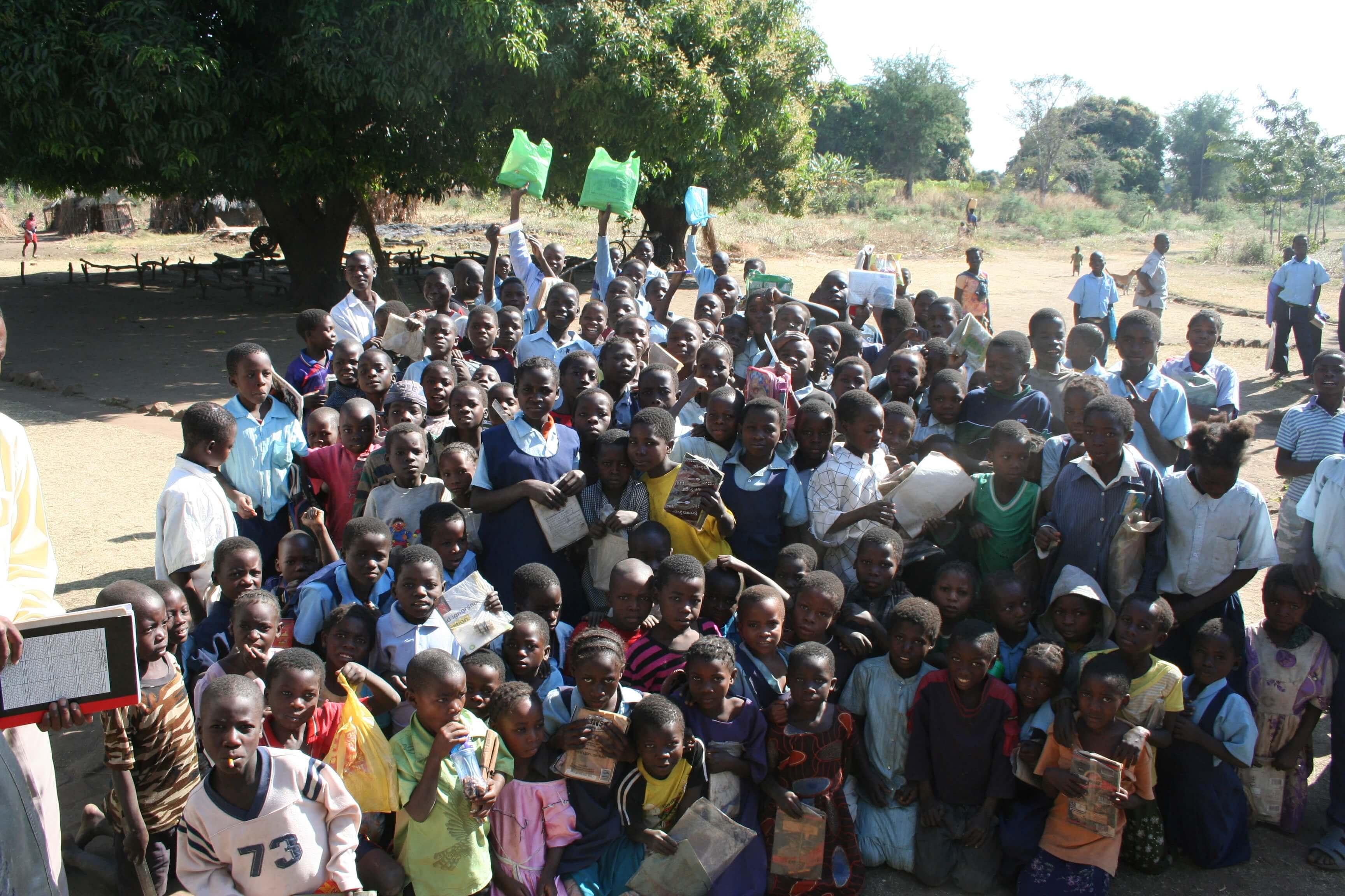 Schoolkinderen Zambia worden influencers voor groene zaak