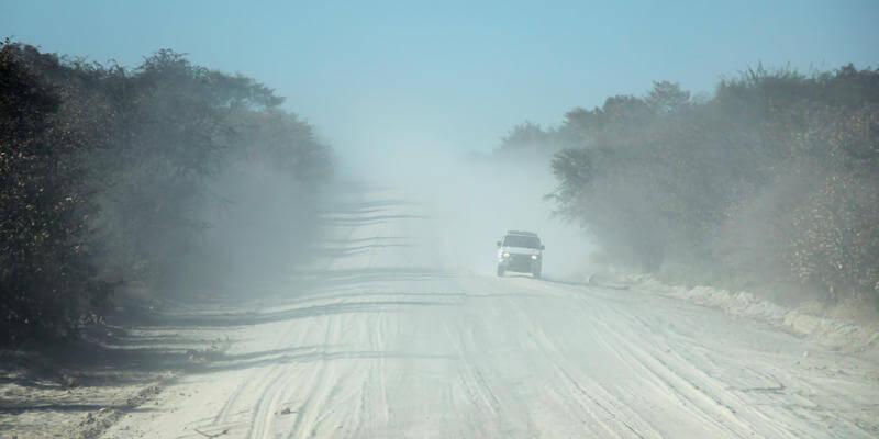 Weg van Maun naar Moremi Game Reserve Botswana