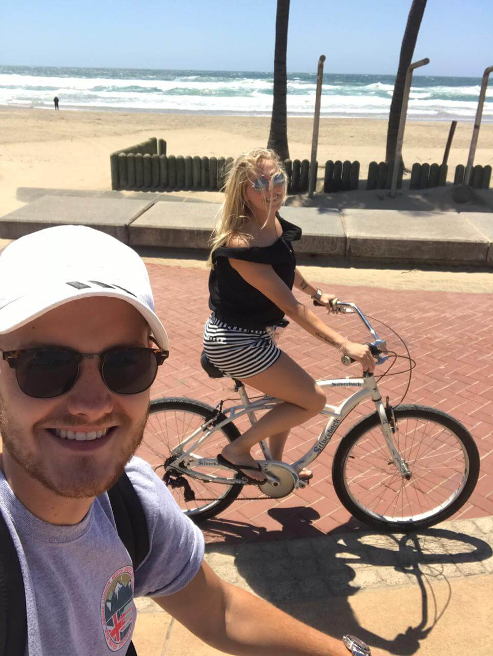 Priscilla en Nick op de fiets in Durban Zuid-Afrika