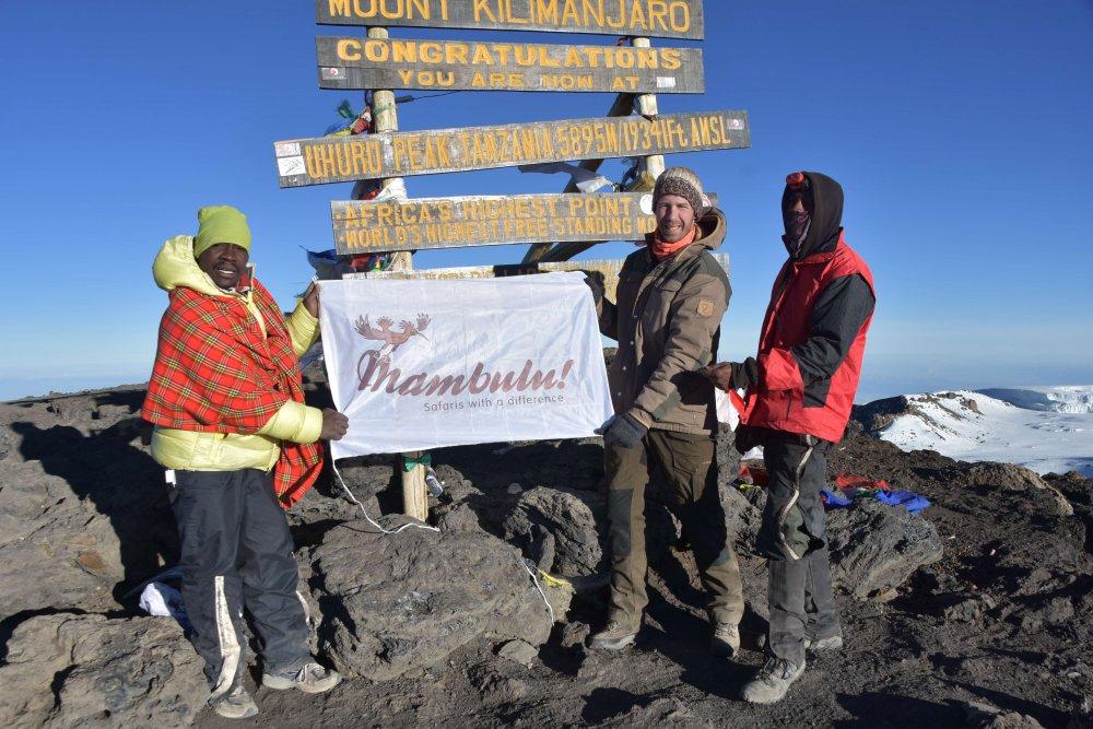 Ruben op top van Kilimanjaro Tanzania
