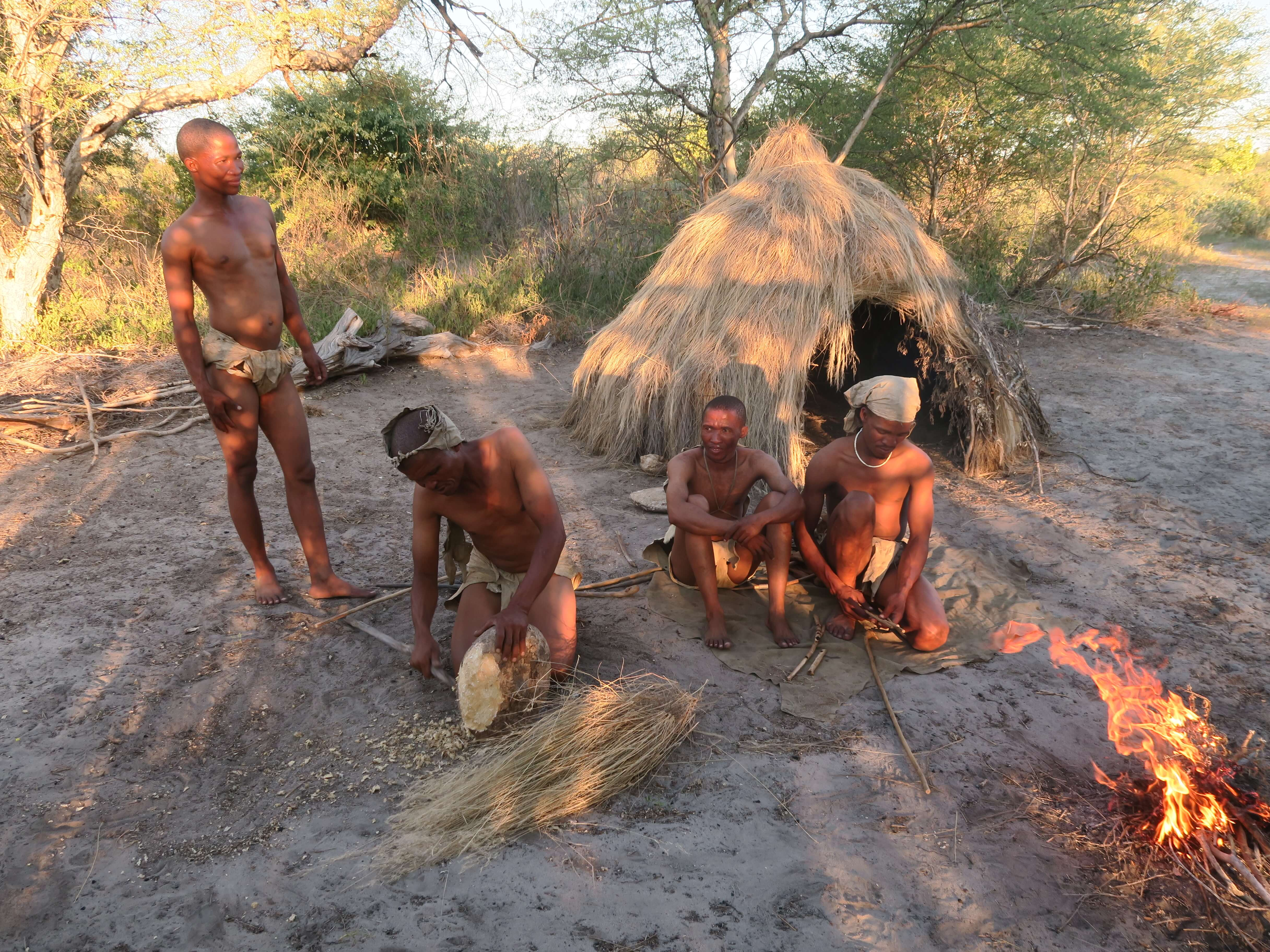 San Bushmen in Kalahari Desert Namibië