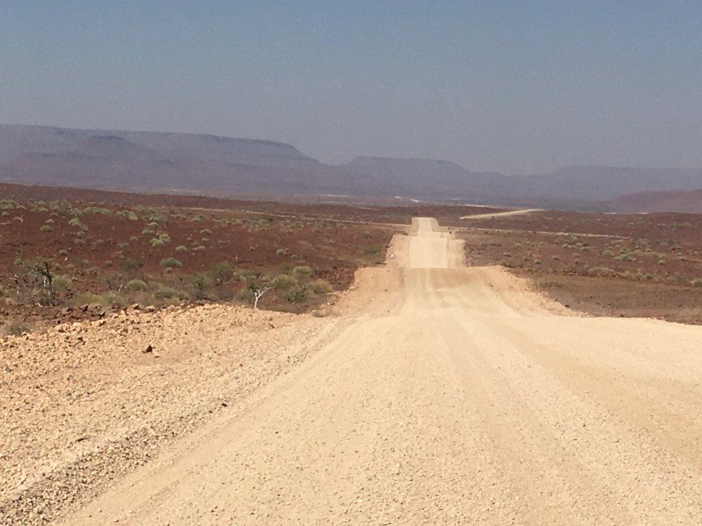 Eindeloze wegen in Damaraland Namibië