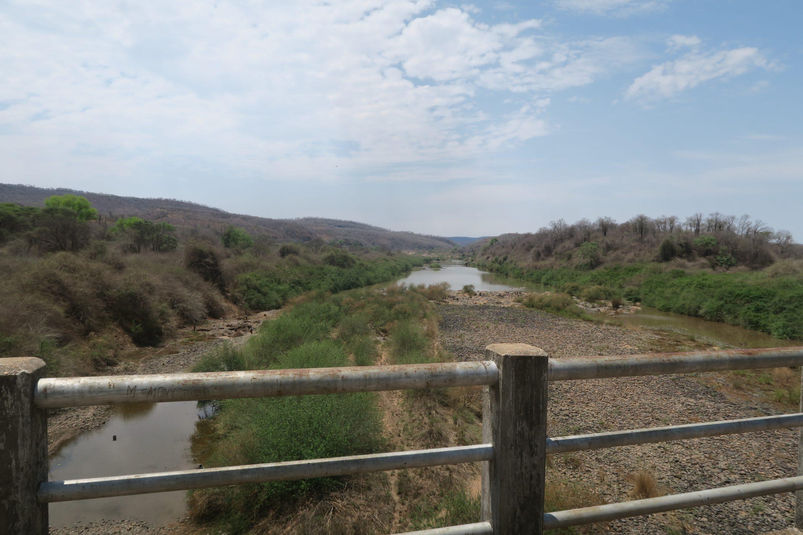 Brug over Sanyati rivier Back Road Zimbabwe