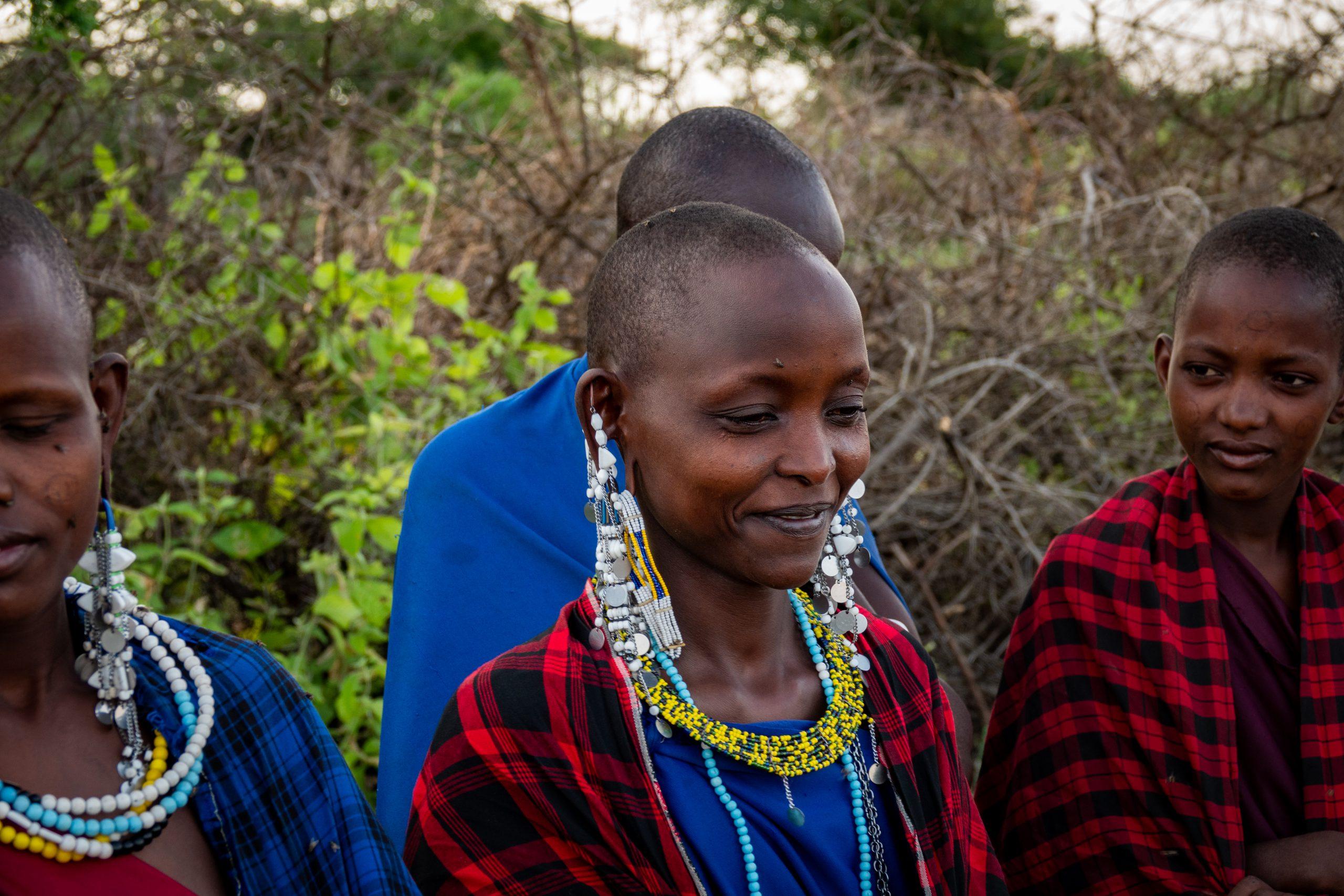 Kleurige Maasai tijdens safari in Tanzania