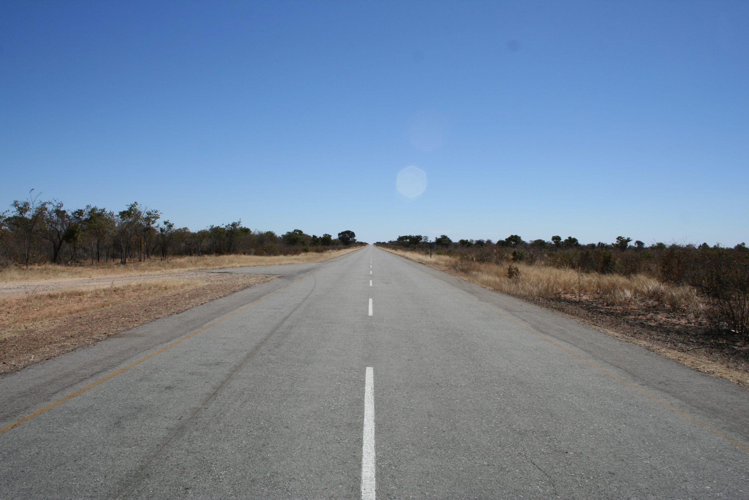 Weg door Caprivi Strip Namibië