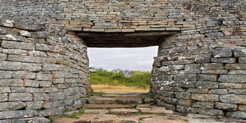 Doorkijk ruïnes Great Zimbabwe