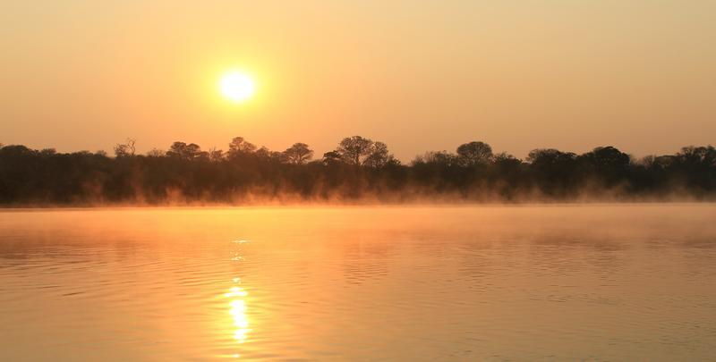Kavango rivier bij zonsopkomst Kavango Regio Namibië
