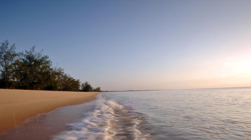 Kustlijn van Saadani National Park Tanzania