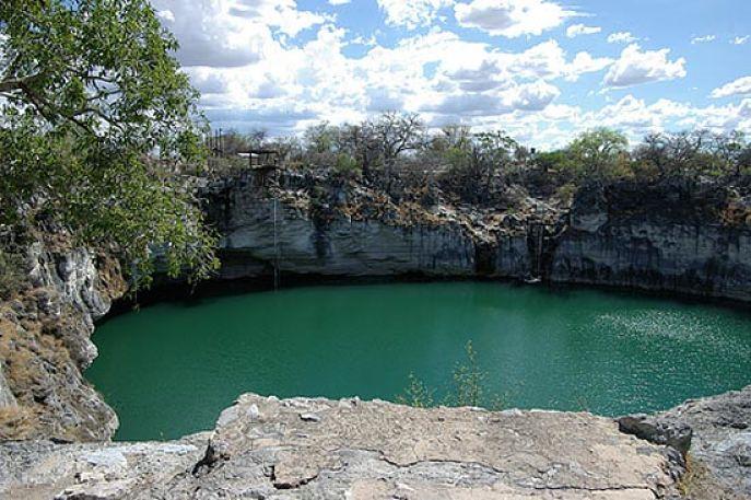 Lake Otjikoto bij Tsumeb Namibië