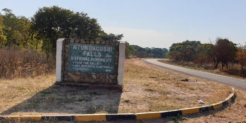 Ntumbachushi Falls ingang Zambia (@Bruno Metsanen)