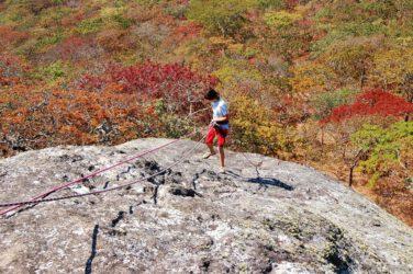 Abseilen op Viphya Plateau Malawi