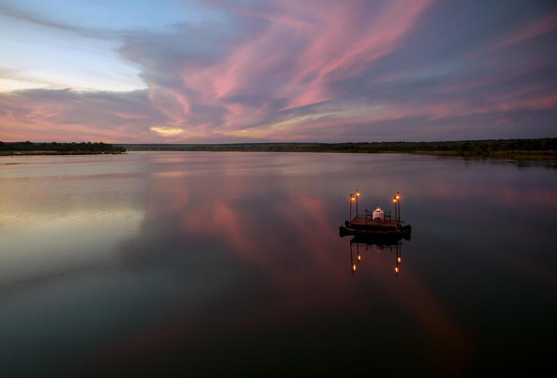 Privé diner op Zambezi rivier bij Tongabezi Zambia (@Christoffer Rosenfeldt)